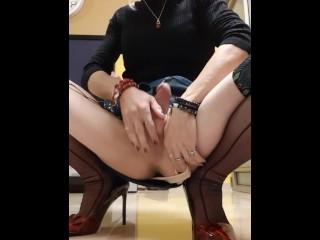 Crossdresser Alexa Bar play with her massive dong